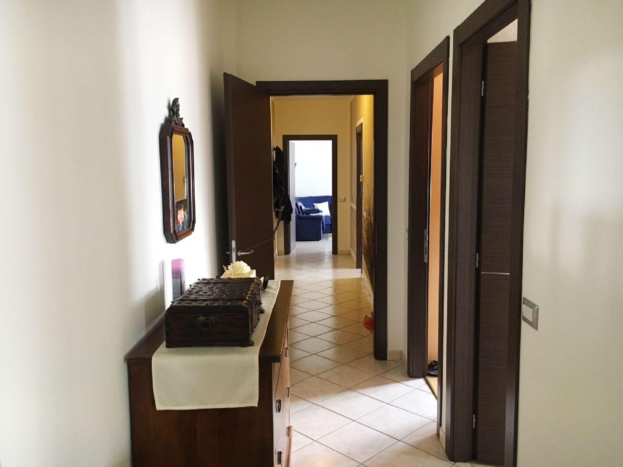 Vignone appartamento vista lago con garage e terrazzo aa2593 for Log garage con appartamento