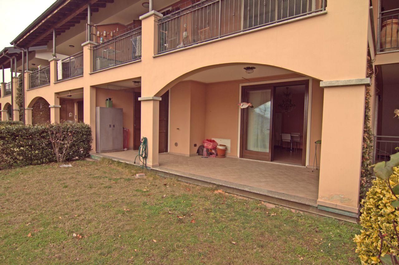 Vignone appartamento vista lago con garage e giardino aa2812 for Appartamento sul garage