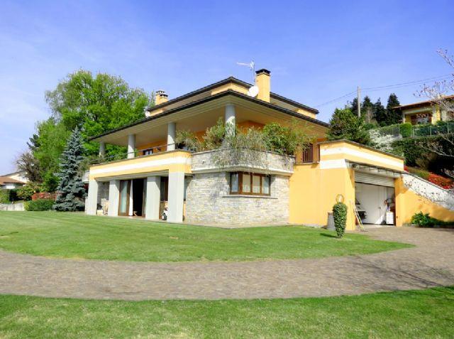 Verbania zoverallo villa vista lago 388mq con giardino for Case moderne industriali in vendita