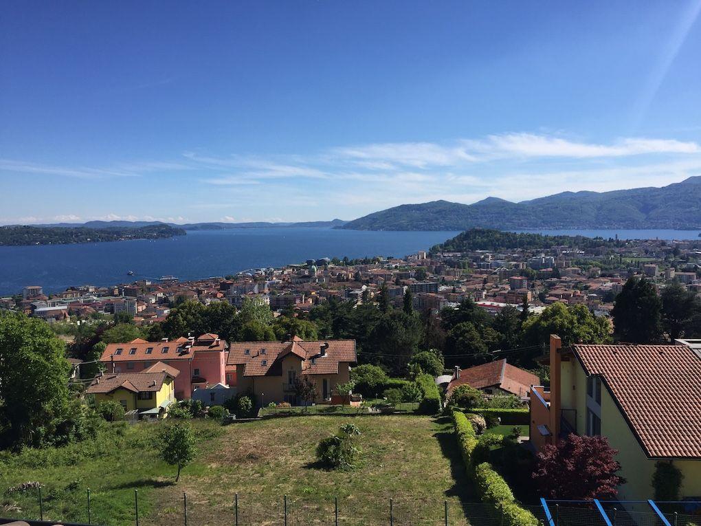 Verbania zoverallo villa vista lago 388mq con giardino for Lago vista